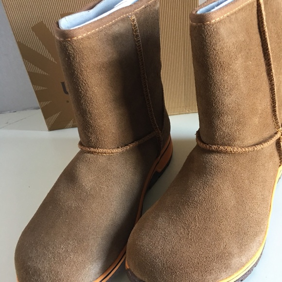 27ebda0ca52 ❤️ *SALE* New UGG Kid Lynden Boot. NWT